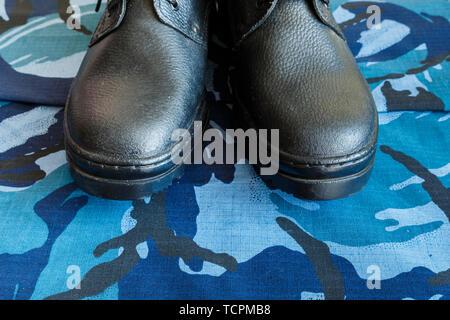 Armee Paar Mit Stiefel Blue Ein Schwarze Auf Gewebe yfIvYgb76