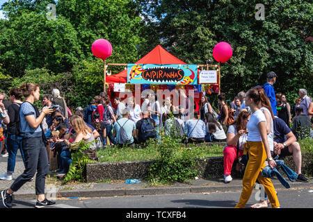 Berlin, Kreuzberg, blücherplatz. 7. -10. Juni 2019. Karneval der Kulturen Street Festival: jedes Jahr an Pfingsten, dass die multikulturelle Vielfalt der Stadt feiert mit musikalischen, kulturellen und Verkaufsstände Essen & Getränke aus aller Welt, Kredit: Eden Breitz/Alamy - Stockfoto
