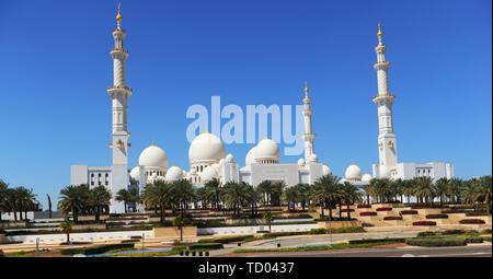 Ein Blick auf die wunderschönen Sheikh Zayed Moschee in Abu Dhabi. - Stockfoto