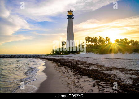 Cape Florida Lighthouse und Laterne in Bill Baggs State Park, Florida - Stockfoto