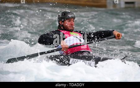 London, Großbritannien. 14 Juni, 2019. LONDON, ENGLAND JUNI 14 Raffaello Ivaldi (ITA) Herren C 1 1 Hitze laufen während der 2019 ICF Canoe Slalom World Cup 1 am Lee Valley White Water Centre, London Am 14. Juni 2019 Credit: Aktion Foto Sport/Alamy leben Nachrichten - Stockfoto