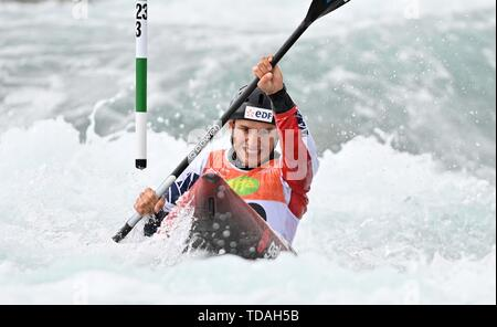 Lee Valley, Hertforshire, UK. 14 Juni, 2018. Mathurin Madore (FRA). 2019 ICF London canoe Slalom World Cup. Lee Valley White Water entfernt. Mens K1 Kajak. Hertfordshire. UK. 14.06.2019. Credit: Sport in Bildern/Alamy leben Nachrichten - Stockfoto