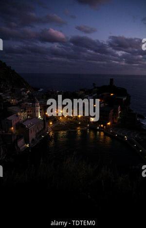 Vernazza, Italien - 11. November 2007: Gebäude in Vernazza Stadt. Ist eine von fünf berühmten bunten Dorf der Cinque Terre Nationalpark in Italien. In der - Stockfoto