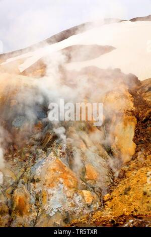 Heiße Quellen und Rhyolithe Berge der geothermischen Bereich Hveradalir, Island, Kerlingarfjoell - Stockfoto