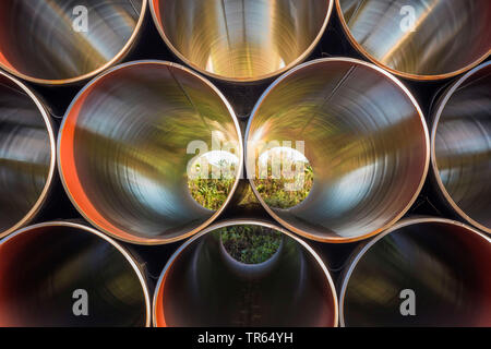 Gestapelte Rohre für Hochdruckgasleitung, Deutschland, Bayern, Oberndorf - Stockfoto