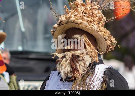 Lissabon, Portugal: 18. Mai 2019: maskierte Mann an der Iberischen Maske Internationales Festival in Lissabon - Stockfoto