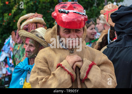 Lissabon, Portugal: 18. Mai 2019: Mann an der Iberischen Maske Internationales Festival in Lissabon - Stockfoto