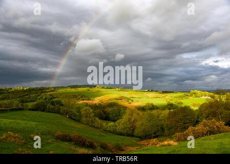 Regenbogen über dem Tal