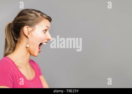Schön, aber verängstigte Frau - Stockfoto