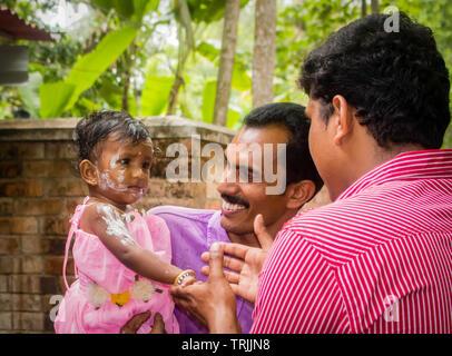 Kollam, Kerala, Indien - 16. Mai 2016: Geburtstagsfeier der indischen Kind Mädchen - Stockfoto