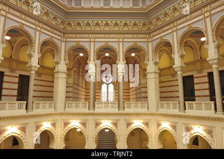 Vijećnica ist das Extravaganteste Gebäude in Sarajewo während der österreichisch-ungarischen Besetzung gebaut und dient als Symbol der Begegnung der Welt c - Stockfoto