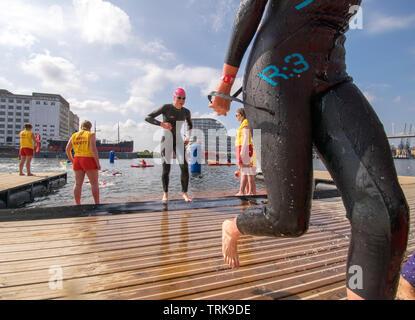 Triathleten an der London Triathlon, Großbritannien - Stockfoto