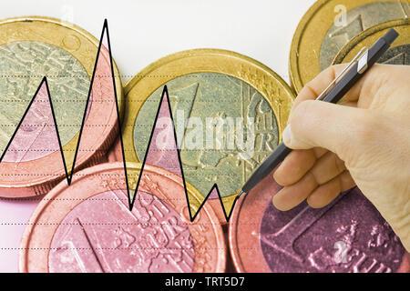 Hand Zeichnen eines Graphen über die italienische euro Fluktuation - Konzept Bild - Stockfoto