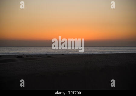 Sonnenaufgang in den Dünen von Maspalomas, Kanarische Inseln, am frühen Morgen, - Stockfoto
