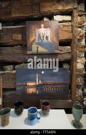 UNITED STATES - FEB. 12, 2016: ehemalige Washington Redskin Chris Cooley hat eine neue Galerie in der Innenstadt von Leesburg, Virginia bei 9 North King Stree geöffnet - Stockfoto