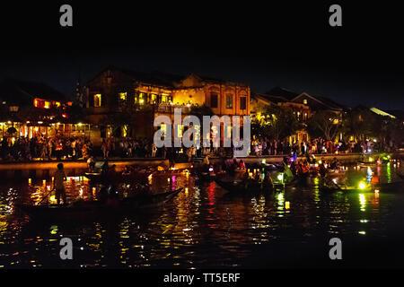 Nachtleben auf dem Thu Bon Fluss, Altstadt, Hoi An, Provinz Quang Nam, Vietnam, Asien - Stockfoto