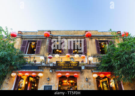 Traditionelle Seide Laternen im Restaurant, Hoi An, Provinz Quang Nam, Vietnam, Asien - Stockfoto