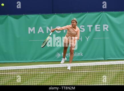 Manchester UK 15 Juni 2019 Zarina Diyas (Kasachstan), die Zahl 3 Samen beats Madison Brengle (USA), die Anzahl Samen 2, 6-1, 7-5 im Halbfinale der Manchester Trophäe gehalten an der Nördlichen Tennis und Squash Club, West Didsbury. - Stockfoto