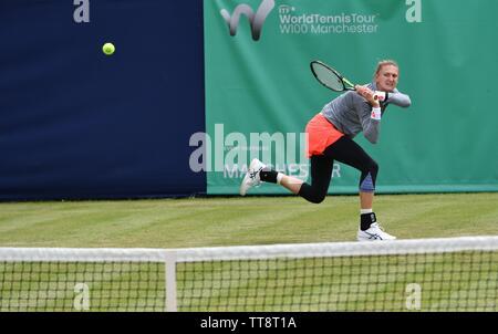Manchester UK 15 Juni 2019 Samantha Murray (GBR) in Aktion gegen die Nummer Eins der Samen Magda Linette (Polen) im Halbfinale der Manchester Trophäe am nördlichen Tennis und Squash Club, West Didsbury statt. - Stockfoto