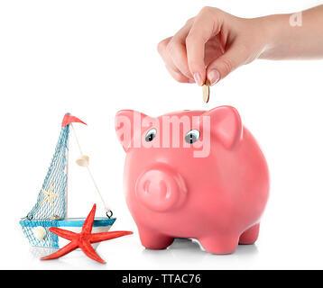 Hand stecken Geld in das Sparschwein isoliert auf weißem - Stockfoto