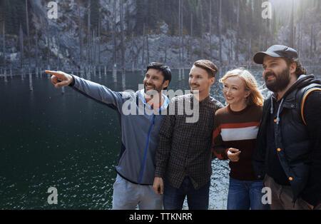 Freunde Spaß an Kaindy See - Stockfoto