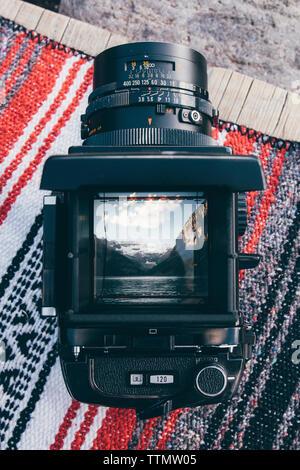 Ansicht der Kamera auf dem Teppich Stockfoto