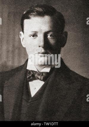 EDITORIAL Sir Winston Leonard Spencer-Churchill, 1874 - 1965, hier als junger Mann gesehen. Winston Churchill, britischer Staatsmann, Offizier in der Armee, Schriftsteller und Premierminister des Vereinigten Königreichs von 1940 bis 1945. Aus dem Festzug des Jahrhunderts, veröffentlicht 1934. - Stockfoto