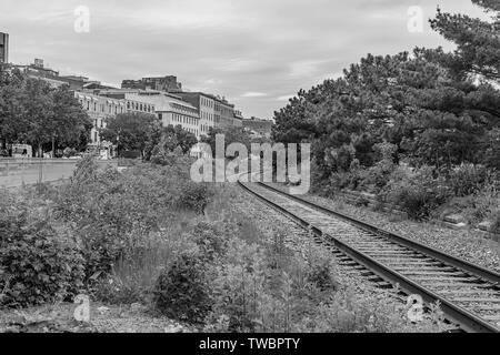 Blick auf Bahnstrecken in Old Montreal. - Stockfoto