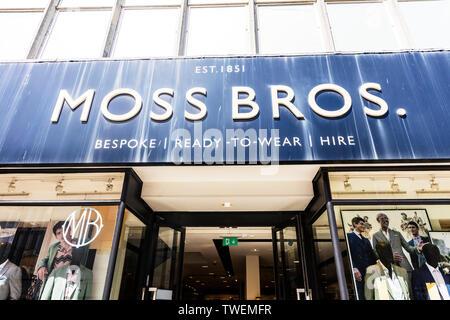 Moss Bros Fashion Store, Plymouth, Devon, UK, England, Moss Bros Herrenmode, Moss Bros unterzeichnen, Moss Bros shop, Moss Bros, Moss Bros UK, Moss Bros mens - Stockfoto