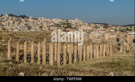 Ein Blick auf die modernen Jerash in Jordanien. - Stockfoto