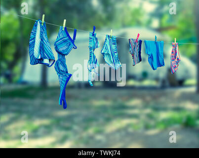 Badeanzug Wäsche auf der Wäscheleine - Stockfoto