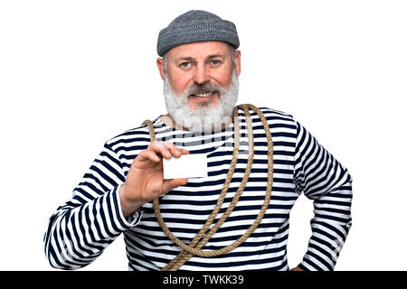 Foto Seemann in einem gestreiften T-Shirt. Ein Mann mittleren Alters mit einem grauen Bart ist ein Weiß Weiß business card - Stockfoto