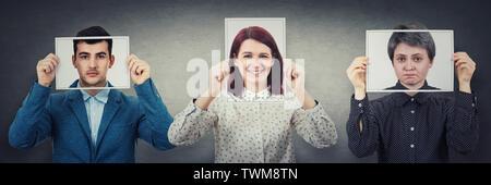 Baum Personen und ihre Gesichter mit Photo Blätter mit fröhlich, traurig und neutrale Emotionen, wie Maske reale Ausdruck aus der Gesellschaft zu verstecken. Realist, opt. - Stockfoto