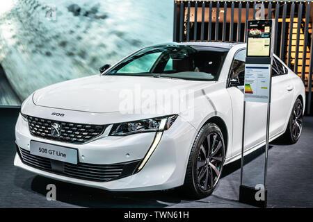 Paris, Frankreich, Okt 2018 Weiß neu Peugeot 508 GT Line bei Mondial Paris Motor Show, Auto von Peugeot produziert - Stockfoto