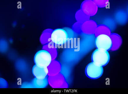 Duplex Abstraktion von unscharfen Neonlicht auf Schwarz. - Stockfoto