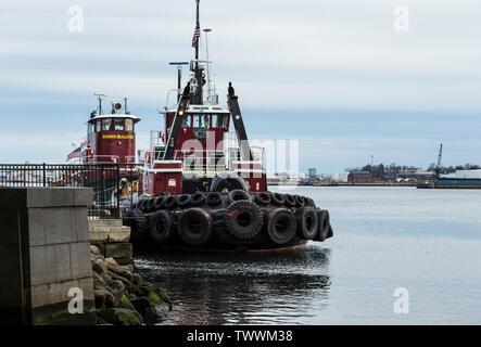 Schlepper, Indien, Vorsehung, Fluss, Providence, RI. McAllister Abschleppen hat eine Flotte von über 75. Marine Transport Service, Ostküste. - Stockfoto