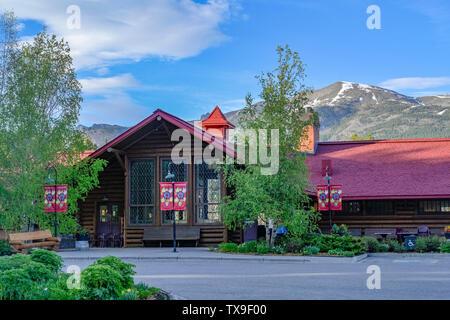 Historische Lake Louise Bahnhof, heute ein Restaurant, Banff National Prk, Alberta, Kanada - Stockfoto