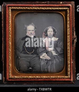Porträt des unidentifizierten Paares; Vereinigte Staaten, ca. 1855 Fotografien Daguerreotyp (1/6 Platte) mit doppelt-elliptischer Messingmatte Ungerahmt: 2 5/8 x 2 1/2 Zoll. (6,67 x 6,35 cm) Geschenk von Jack Shear (M.91.287.3) Fotografie; ca. ab dem Jahr von 1855QS:P571,+1855-00-00T00:00:00Z/9,P1480,Q5727902; - Stockfoto