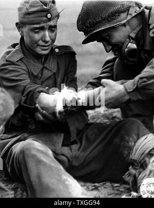 schlampe wird von einem soldaten vergewaltigt