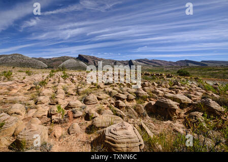 'Mushroom' Formationen und die Siete Vueltas Berge in Torotoro Nationalpark, Torotoro, Bolivien - Stockfoto