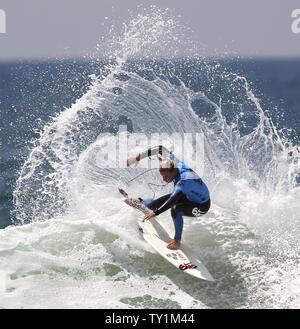 Lakey Pererson der uns während der Frauen Viertelfinale konkurriert heizt der US Open des Surfens in Huntington Beach am 6. August 2010. UPI/Lori Shepler - Stockfoto