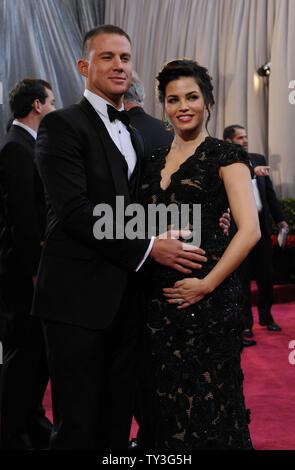 Schauspieler Channing Tatum (L) und Jenna Dewan-Tatum ankommen auf dem roten Teppich an der 85. Academy Awards in Hollywood und Highlands Zentrum im Hollywood Abschnitt von Los Angeles, am 24. Februar, 2013. UPI/Jim Ruymen - Stockfoto