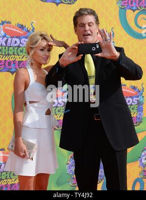Schauspieler David Hasselhoff und Hayley Roberts nehmen an der 27. jährlichen Nickelodeon Kids' Choice Awards an USC Galen Center in Los Angeles am 29. März 2014 statt. UPI/Jim Ruymen - Stockfoto