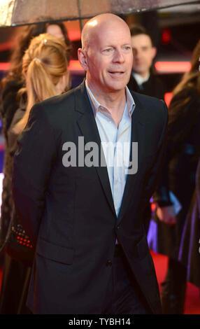 """Amerikanische Schauspieler Bruce Willis sorgt sich die UK-Premiere von """"Ein guter Tag Hart' im Empire Leicester Square in London zu Sterben am 7. Februar 2013. UPI/Paul Treadway - Stockfoto"""