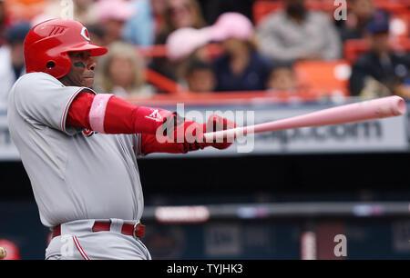 Cincinnati Reds Ken Griffey jr nimmt ein Schwingen im sechsten Inning gegen die New York Mets im Shea Stadium in New York City am 11. Mai 2008. Das Mets besiegten die Reds 8-3. (UPI Foto/John angelillo) - Stockfoto