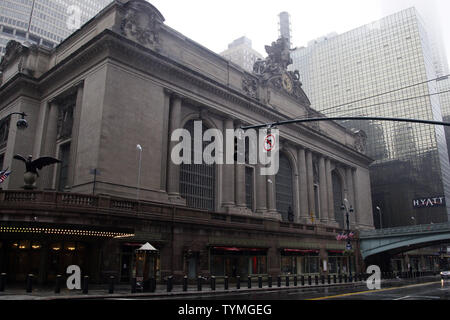 Grand Central Station bleibt geschlossen, wie Hurrikan Irene über Manhattan führt, nachdem er am 28. August 2011 zu einem tropischen Sturm New York City herabgestuft wird. UPI/John angelillo - Stockfoto
