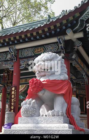 Steinernen Löwen Statue in Hong Kong Wong Tai Sin Tempel - Stockfoto
