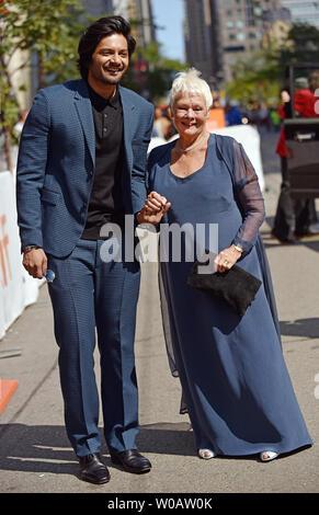 """Dame Judi Dench und Ali Fazal kommen für das Toronto International Film Festival Premiere von """"Victoria & Abdul' an die Prinzessin von Wales Theatre in Toronto, Kanada, am 10. September 2017. Foto von Christine Kauen/UPI - Stockfoto"""