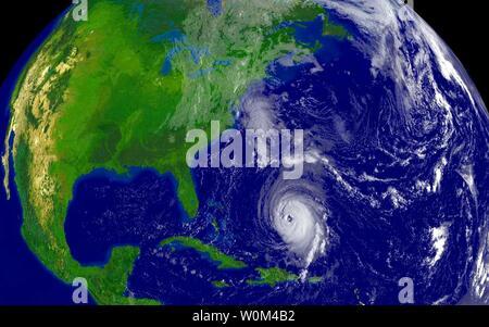 Wachs 2003091554 - WASHINGTON, Sept.. 15 (UPI) - Dieses NOAA-Satelliten Bild von Hurrikan Isabel war bei 8:15 P.M. EDT Sept. 15, 2003. Es wird erwartet, dass der Wirbelsturm im Osten Caost der USA zu schlagen irgendwann Donnerstag oder Freitag. rlw/NOAA UPI - Stockfoto