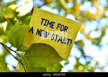 Wort schreiben Text Zeit für einen neuen Start. Business foto Präsentation etwas soll jetzt zu beginnen Frisches job Stück square Papier genutzt werden können. - Stockfoto
